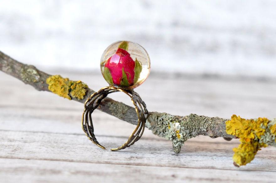 Кольцо Бутон розы в металлическом шаре