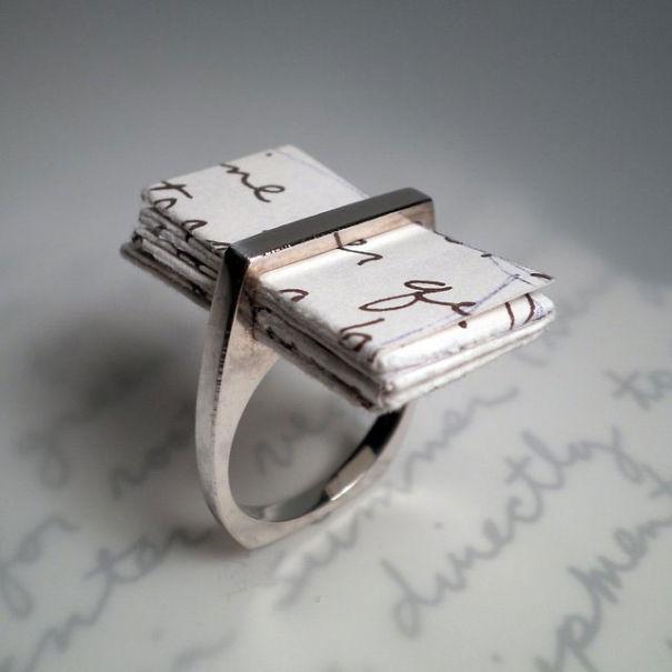 Обручальное кольцо с любовным письмом внутри
