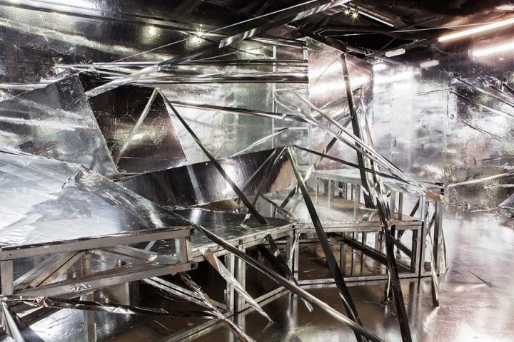 Зеркальные конструкции дают Diluvium исключительное внутреннее ощущение, открывая только то, что находится во внутреннем убранстве