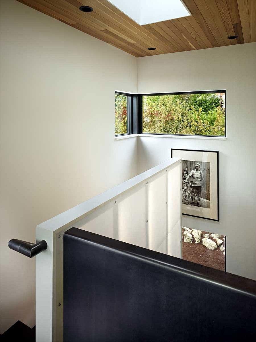 Украшение пространства над лестницей в Cycle House в Mount Baker