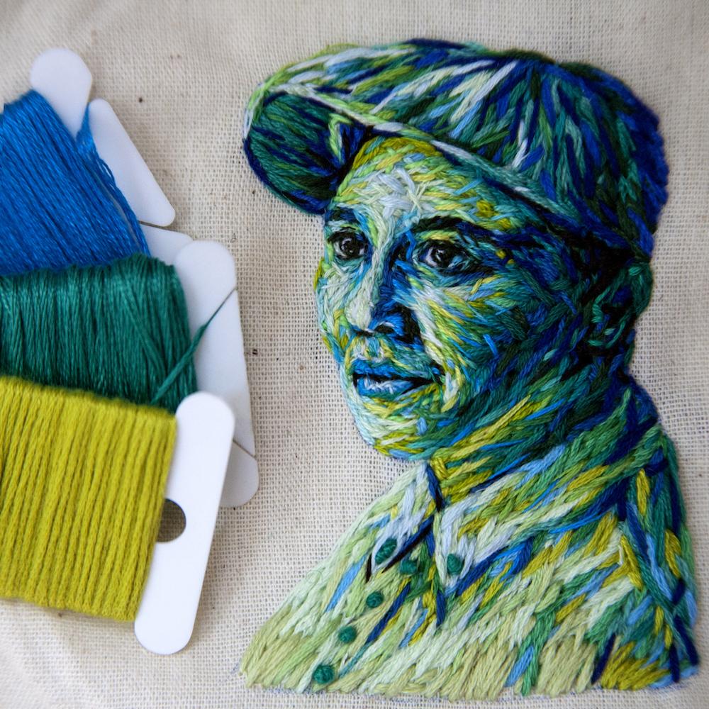 Необычная обложка книги: вышитые миниатюрные портреты от Диниэллы Клаф