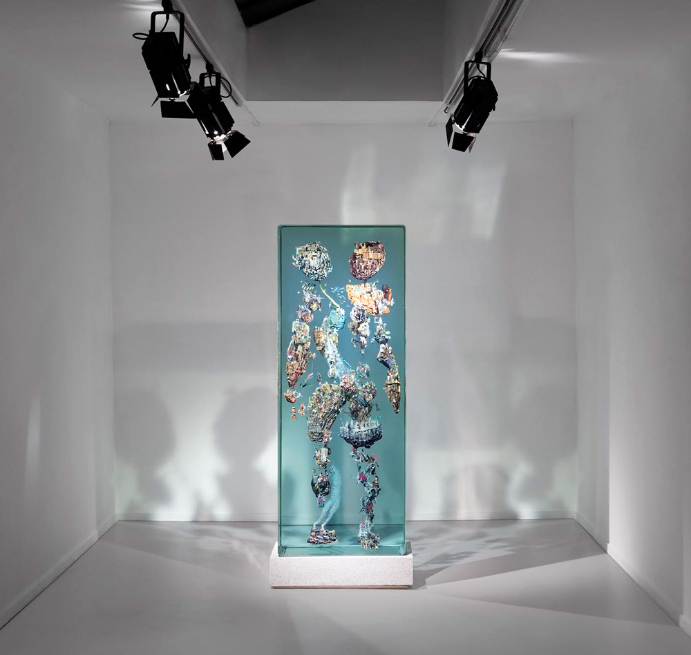 Дастин Йеллин: сложная инсталляция из модульных стеклянных блоков