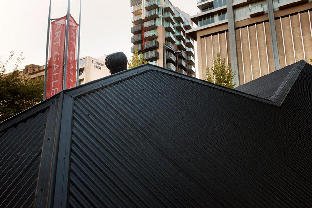 Оригинальный экспонат стрит-арт в Австралии от Ian Strange