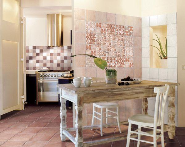 Деревянная мебель в интерьере кухонной зоны