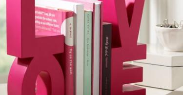 Держатели для книг в форме букв
