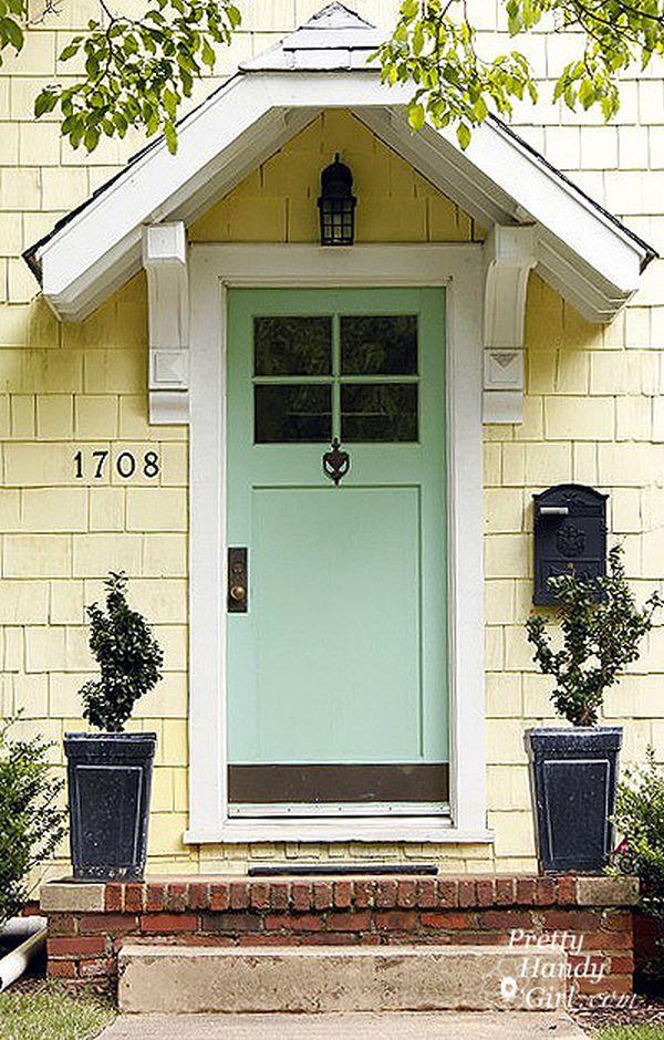 Входная дверь в пастельных тонах