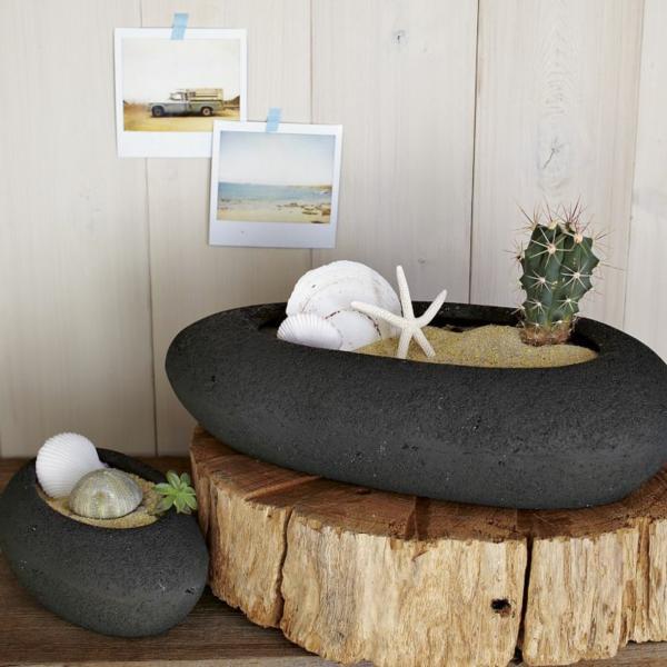 Черные горшки в форме камней