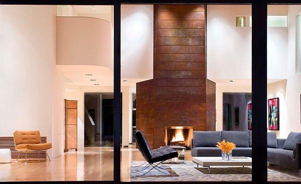 Каменный камин в интерьере гостиной