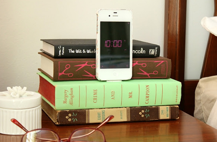 Подставка для телефона из книг