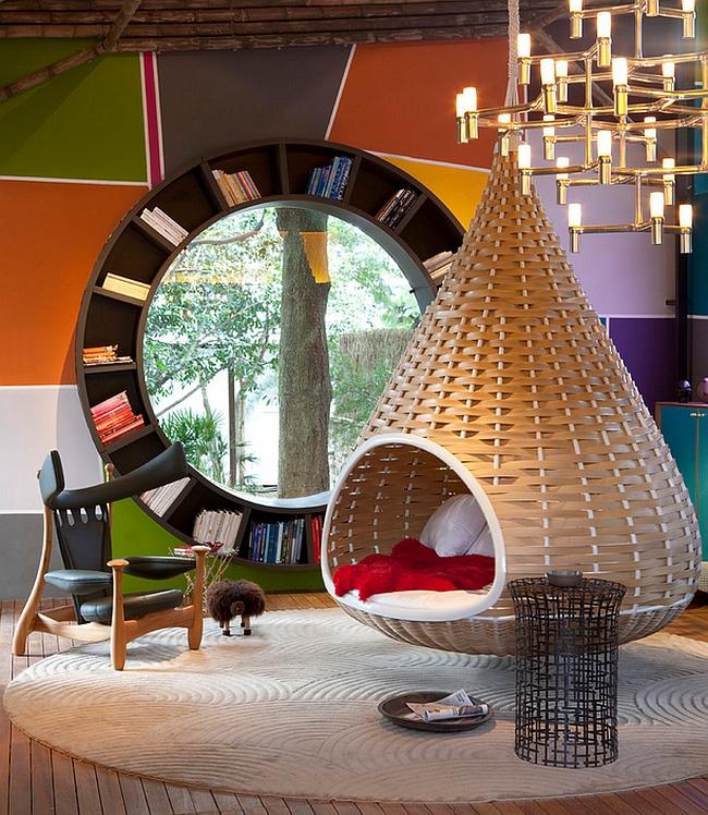 Необычный круглый книжный шкаф