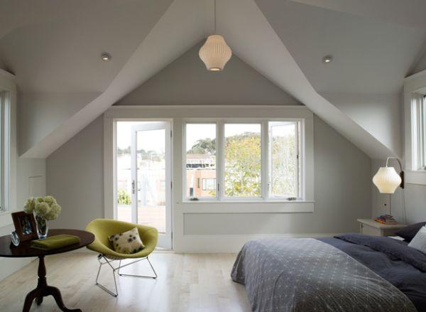 Небольшой контраст в серо-голубой спальне.