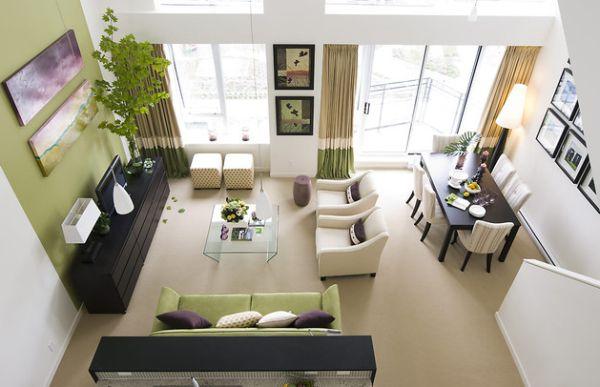 Сочетание зеленого и бежевого цвета в современном дизайне гостиной