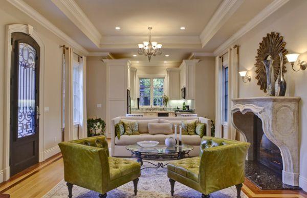 Функциональный и традиционный дизайн гостиной с зеленой мебелью.