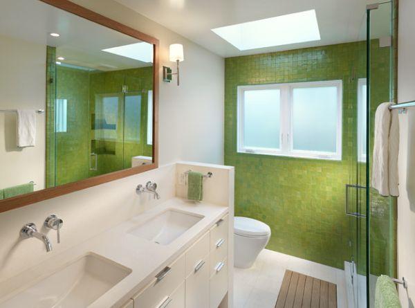 Яркая плитка для свежего дизайна ванной комнаты.