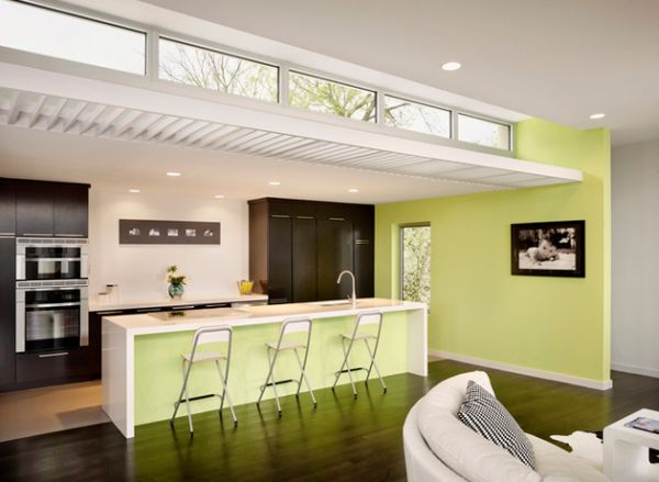 Современный дизайн кухни с оттенками свежей зелени.