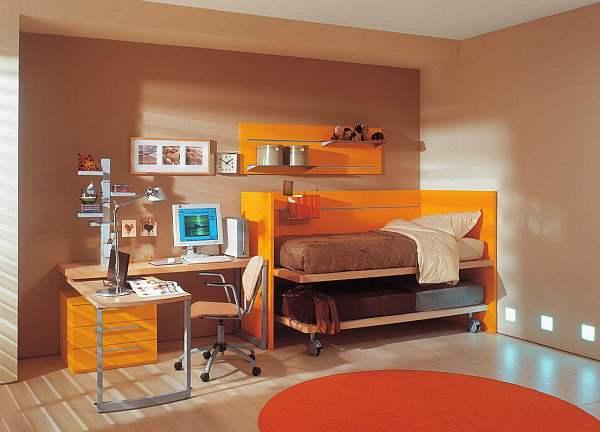 Двуспальная кровать оранжевого цвета