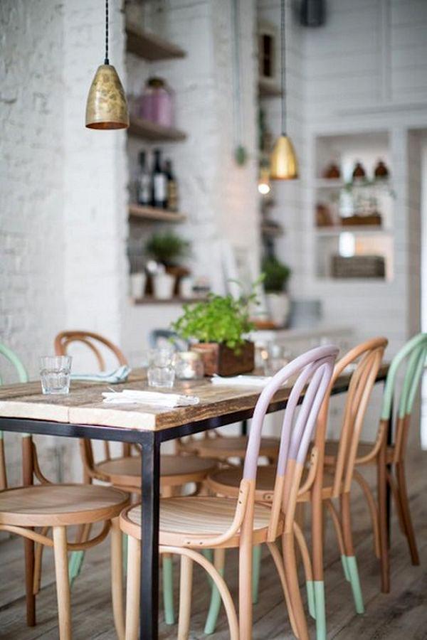 Стол и стулья в дизайне интерьера комнаты