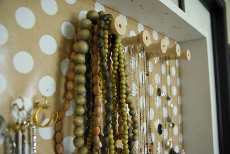 Подставка для ювелирных изделий из дерева и декоративной бумаги