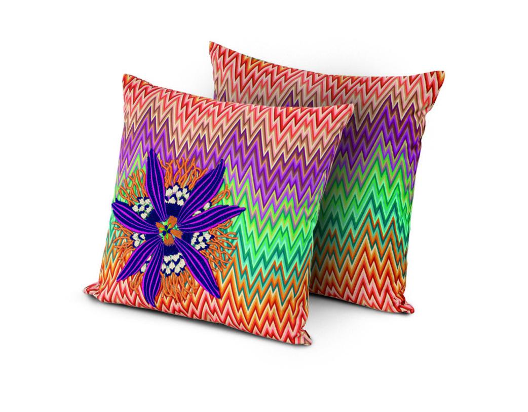 Яркие декоративные подушки в интерьере