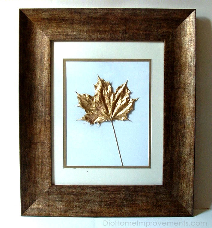 Декор осенними листьями - кленовый лист в золоте