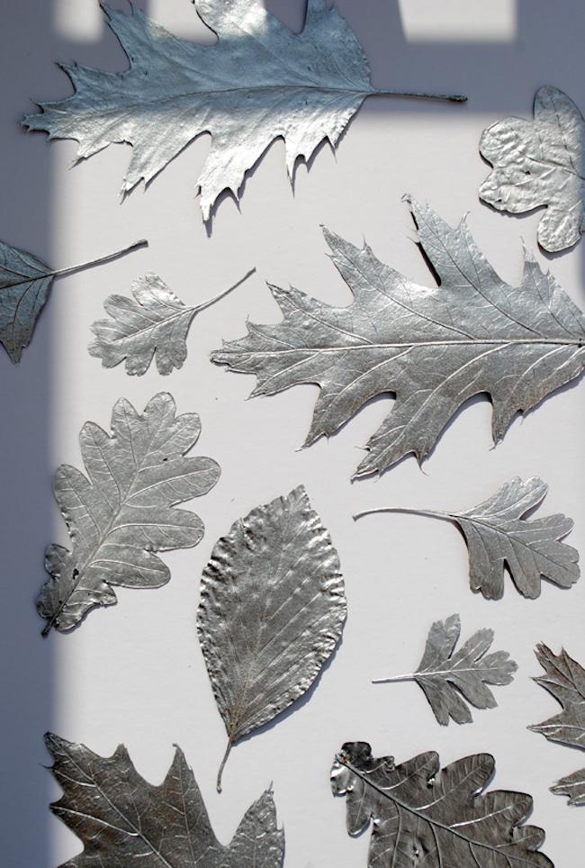 Декор осенними листьями - осенний лист в серебре
