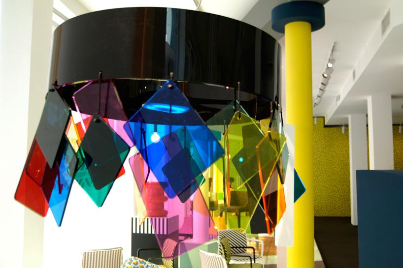Стиль дизайна Мемфис на выставке Salone del Mobile в Милане в 2015 году - фото 3