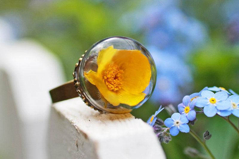 Кольцо с желтым цветком