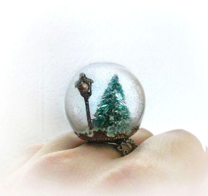 Рождественская модель с изящной отделкой