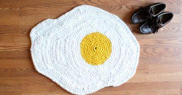 Очаровательные напольные коврики ручной работы от Карли Деллжер
