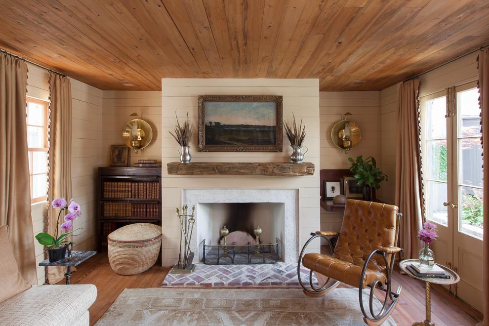 Деревенский стиль в дизайне интерьеров домов - потрясающий камин в гостиной
