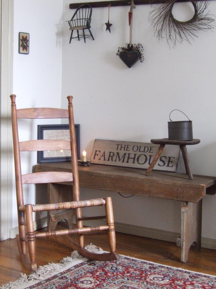 Деревенский стиль в дизайне интерьеров домов - старинный стул