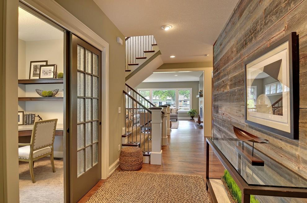 Незаурядный интерьер дома со множеством деревянных элементов