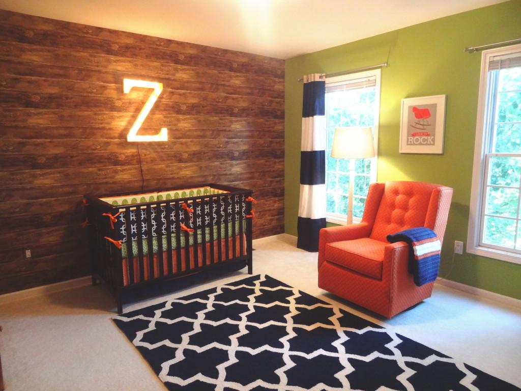 Деревянная стена в интерьере детской комнаты