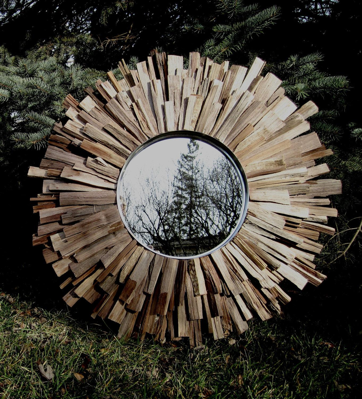 Интересный способ оформления зеркала деревянными брусками