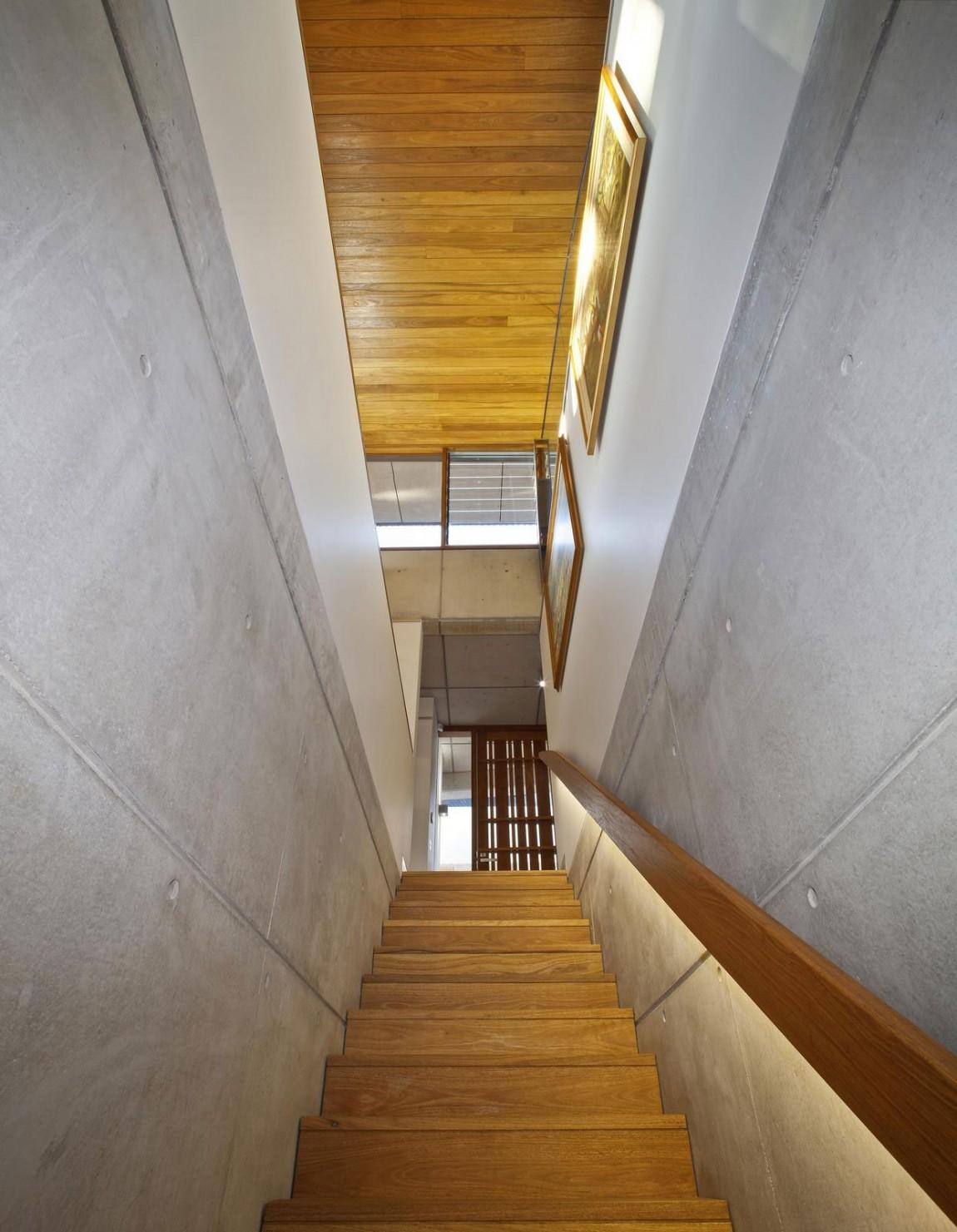 Деревянная лестница в интерьере - Фото 4