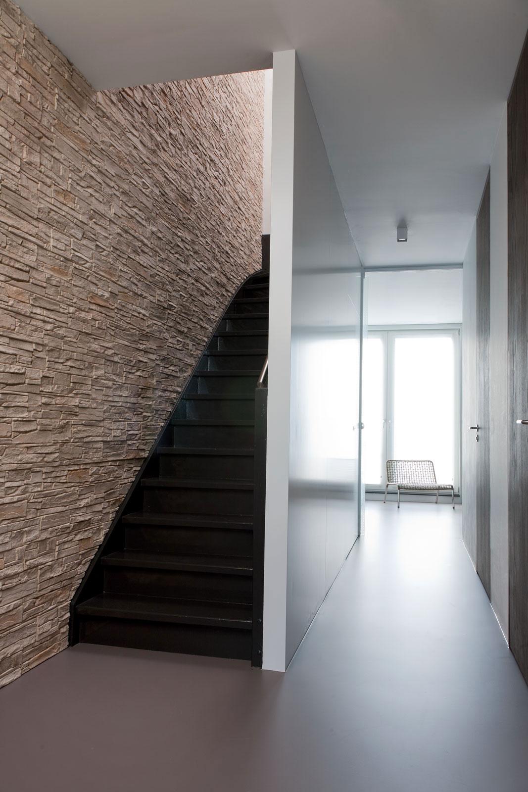 Деревянная лестница в интерьере - Фото 5