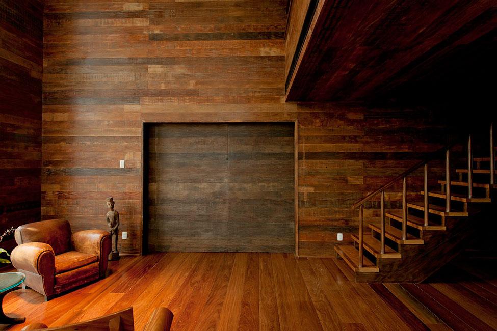 Деревянная лестница в интерьере - Фото 6