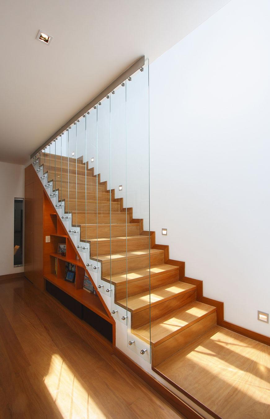 Деревянная лестница в интерьере - Фото 9