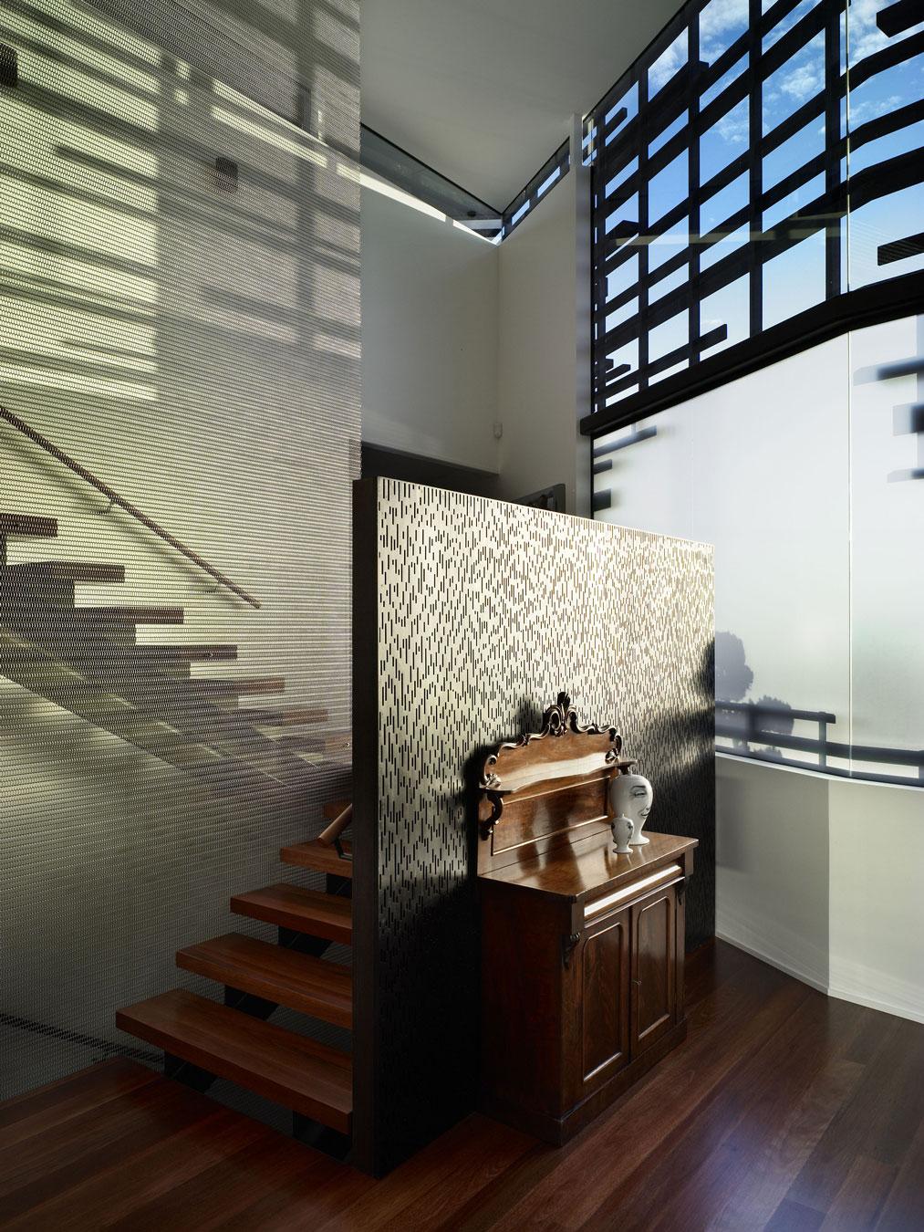 Деревянная лестница в интерьере - Фото 15