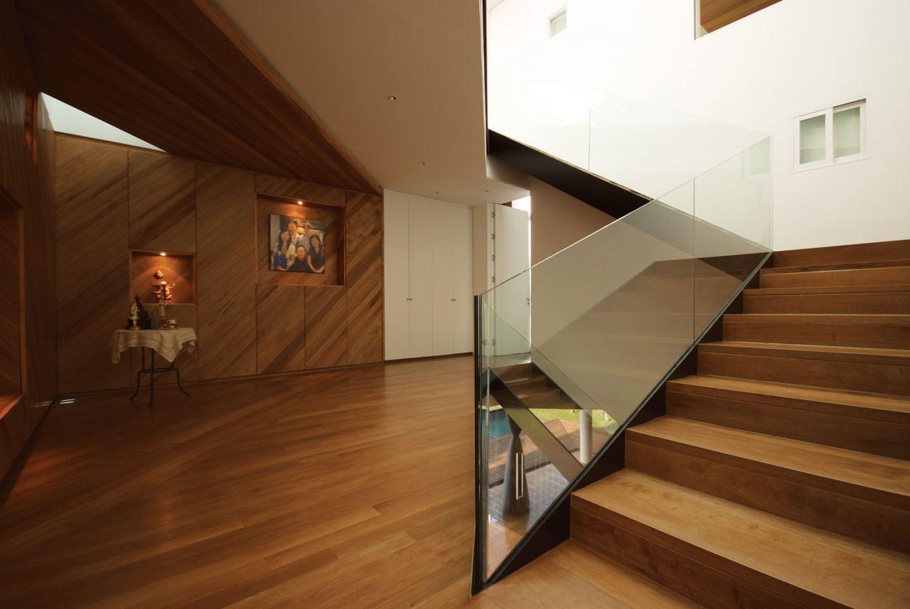 Деревянная лестница в интерьере - Фото 21