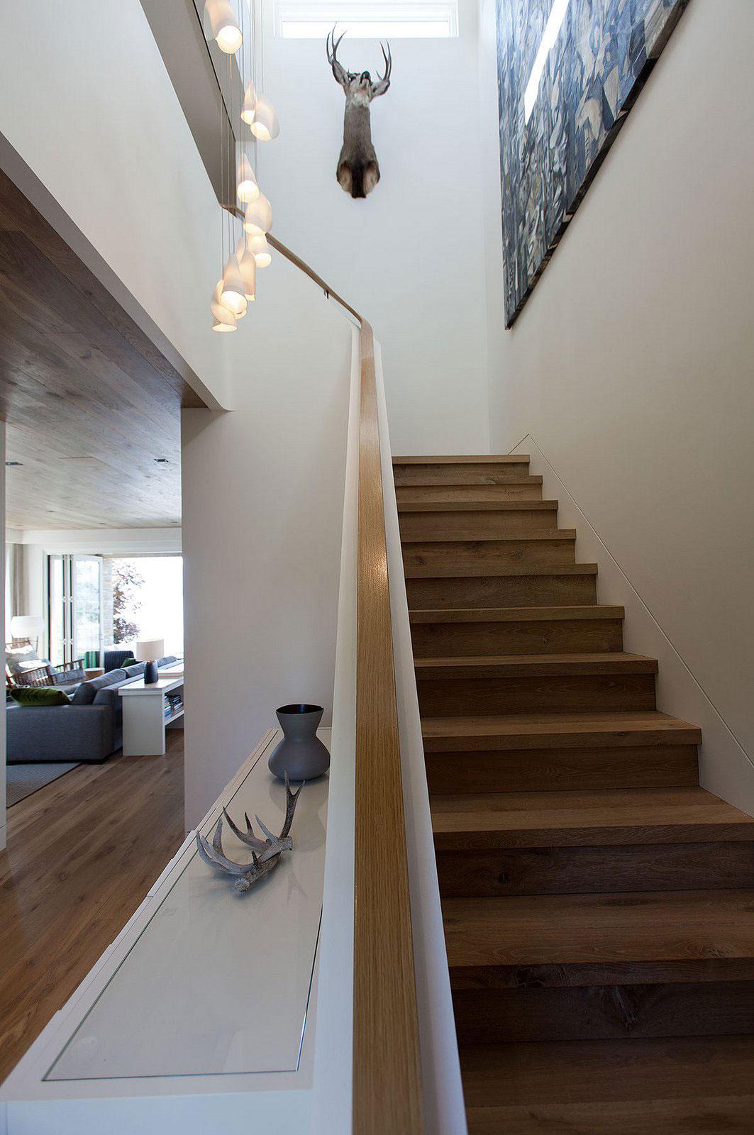 Деревянная лестница в интерьере - Фото 24