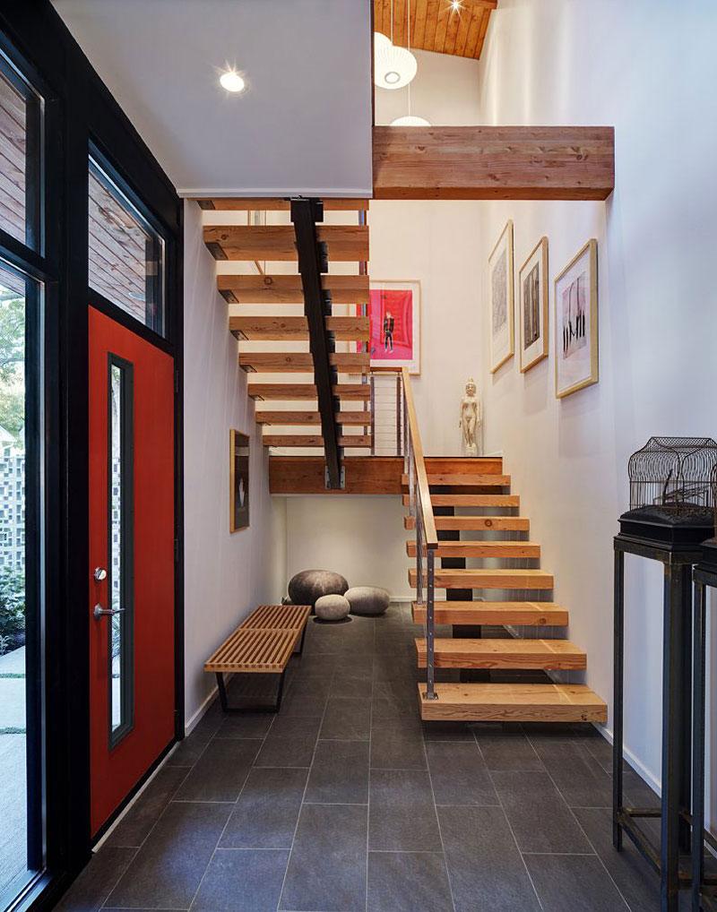 Деревянная лестница в интерьере - Фото 39