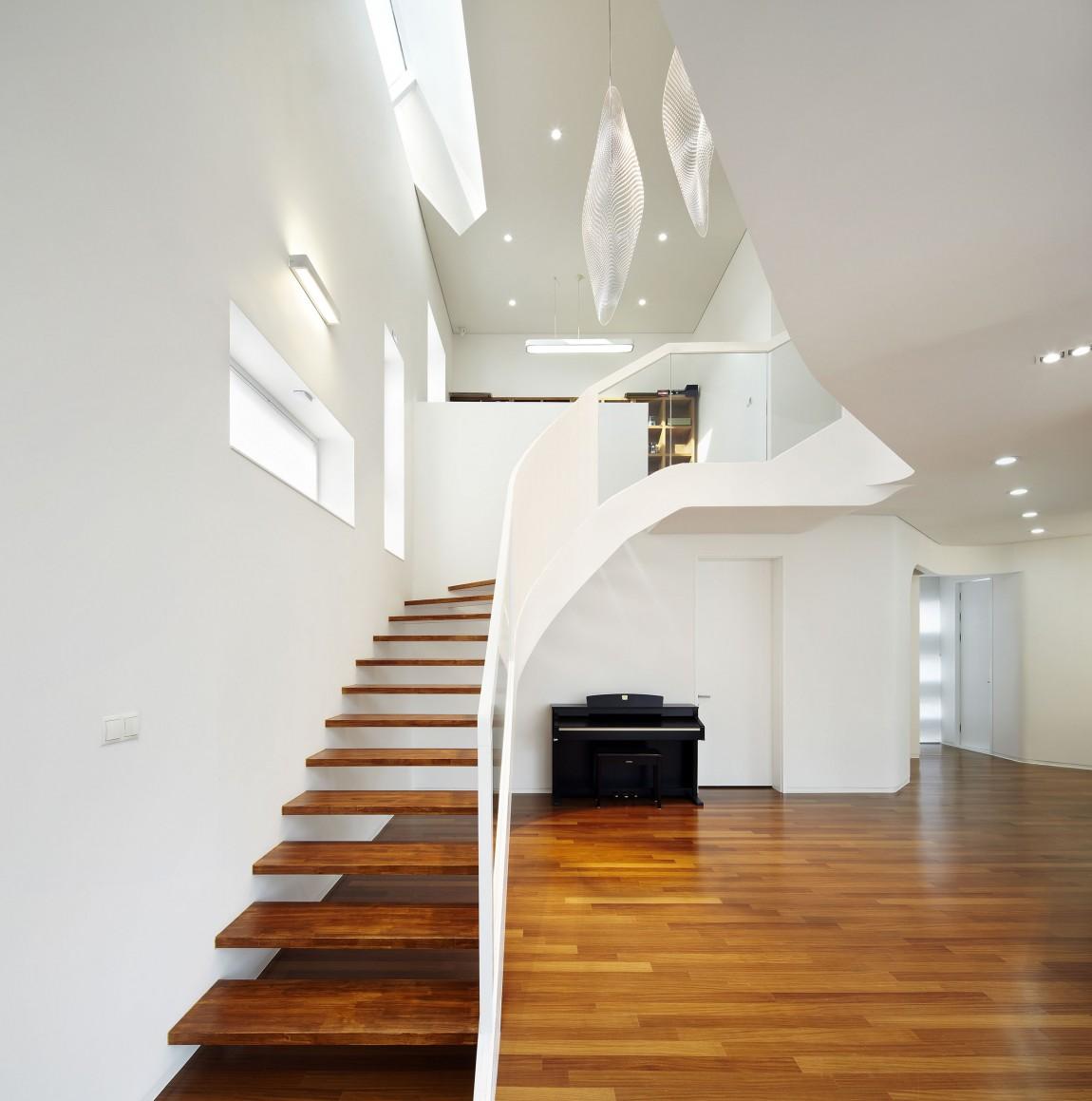 Деревянная лестница в интерьере - Фото 42