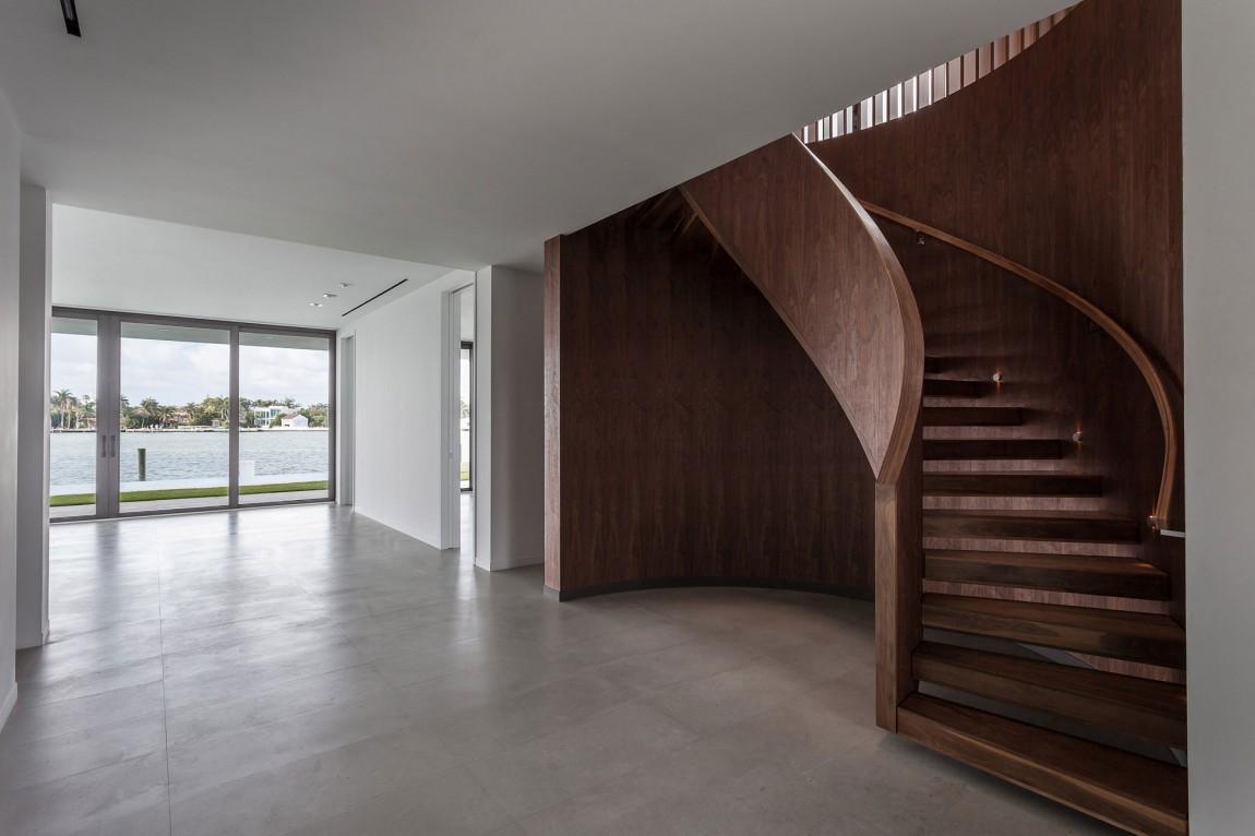 Деревянная лестница в интерьере - Фото 46
