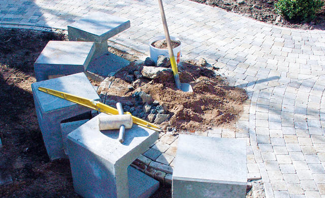 Прекрасный процесс создания садовой скамьи