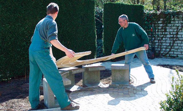 Замечательный процесс создания садовой скамьи