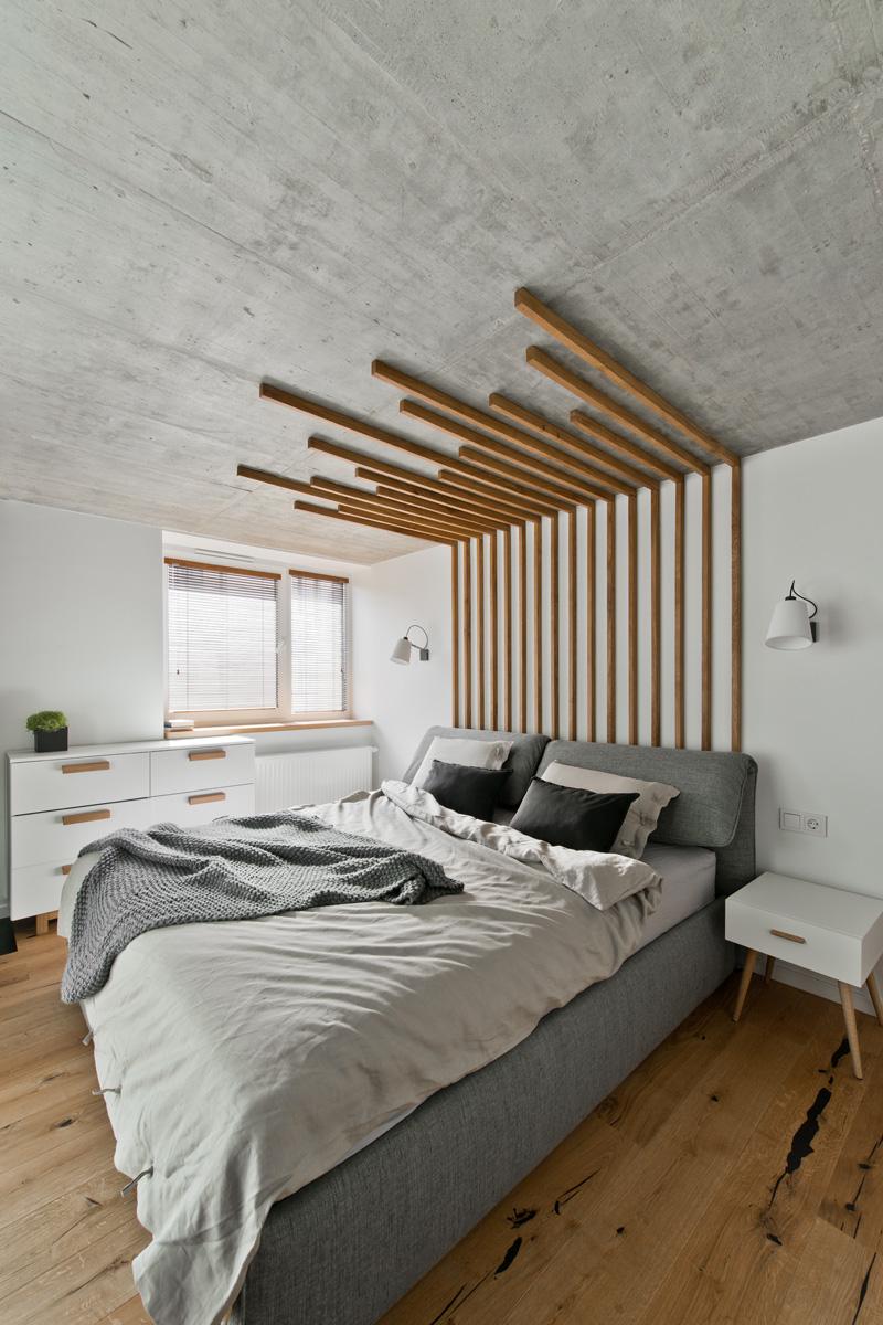 Дерево и бетон в оформлении спальни