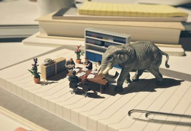 Миниатюрный офис: юмористические сценки из жизни клерков от фотографа Деррика Лина