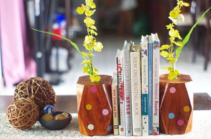 Держатели для книг из дерева с ярким декором
