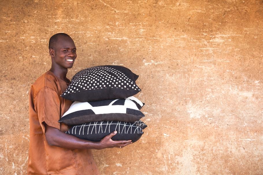 Декоративные подушки - экспонаты из Африки на Лондонском фестивале дизайна